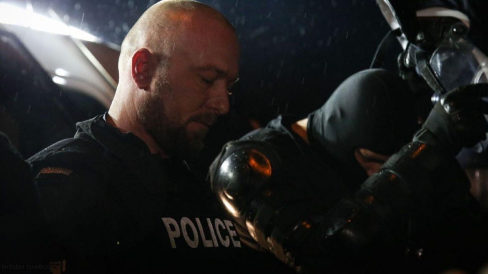 7 души с боксове и палки задържани в Габрово, жандармеристи свалиха каските