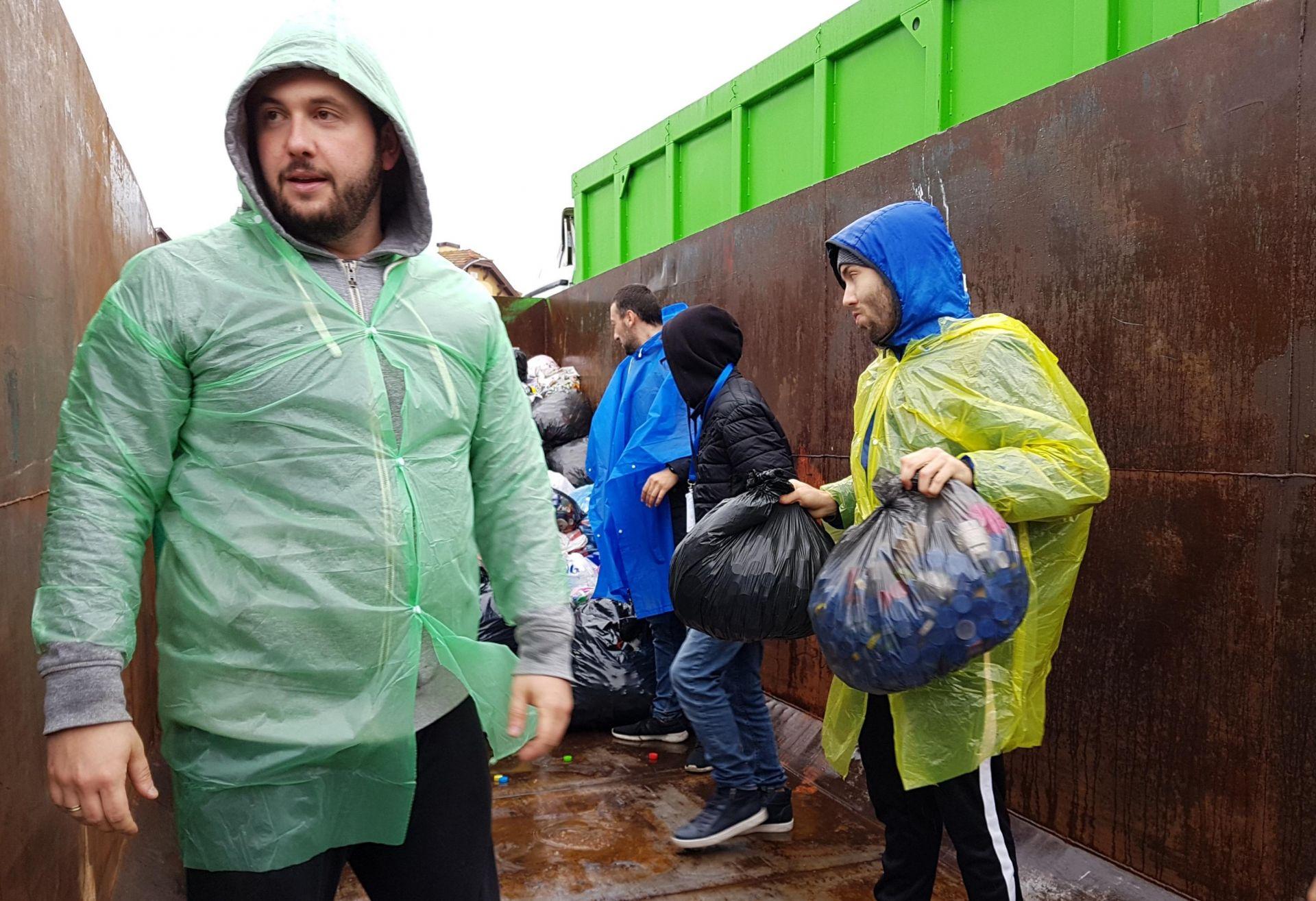 Хиляди хора предаваха капачки във Варна