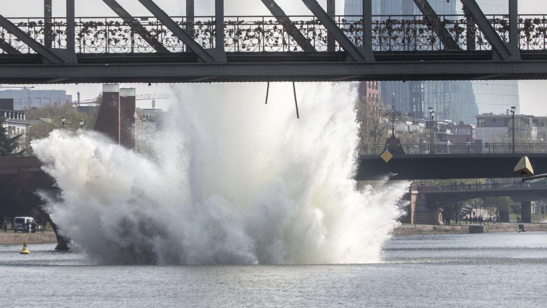 Взривиха 250-килограмова бомба в река Майн във Франкфурт (видео)
