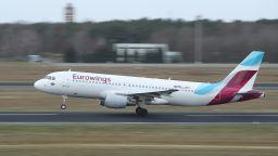 Самолет трябваше да се върне в Дюселдорф, малко преди да кацне на летище в Сардиния