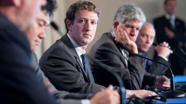 Инвеститорите във Facebook искат да свалят Зукърбърг от поста му