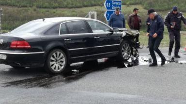Бебе загина при тежка катастрофа с автомобила на Лютви Местан