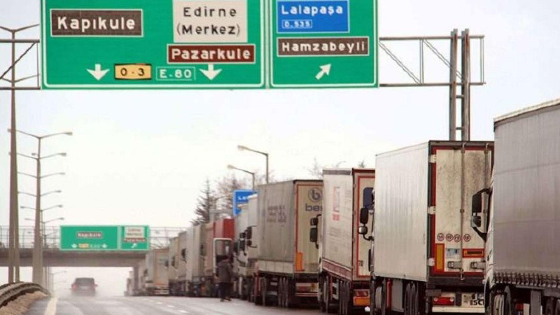 300 камиона спрени на Капъкуле заради глоби, превозвачите готвят протест