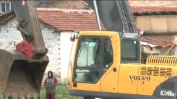 Събарят незаконни постройки в Стара Загора