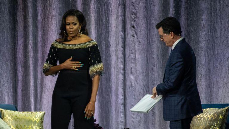 Мишел Обама рекламира книгата си, засипвайки Елизабет II с комплименти