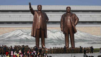 """Северна Корея празнува """"Деня на Слънцето"""" - поклон пред Ким Ир Сен"""
