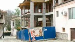 """Строеж на 4-етажна къща """"изяде"""" тротоар в Старинен Пловдив"""