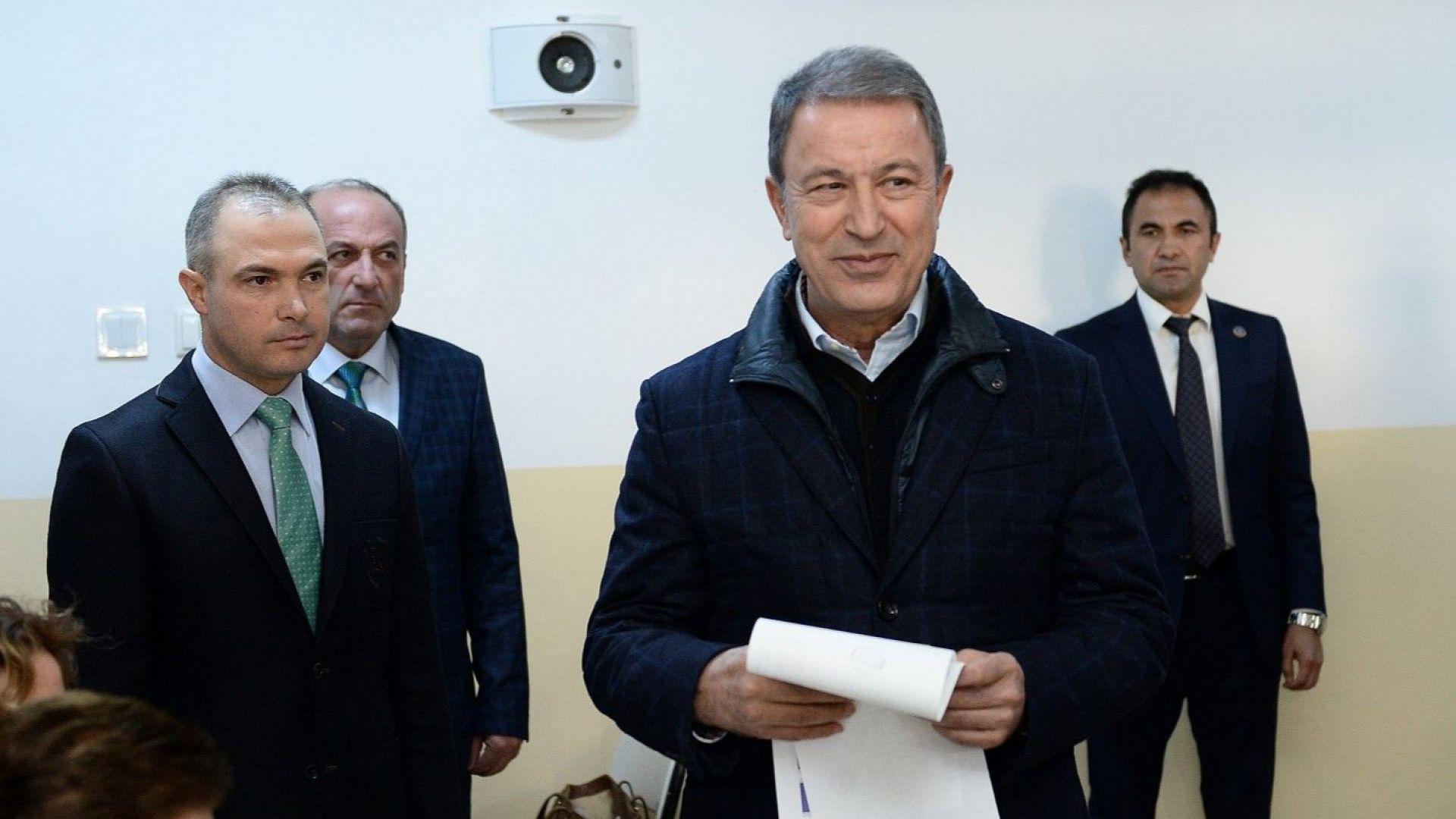 Турският военен министър: Руските S-400 ще опазят Анкара и Истанбул