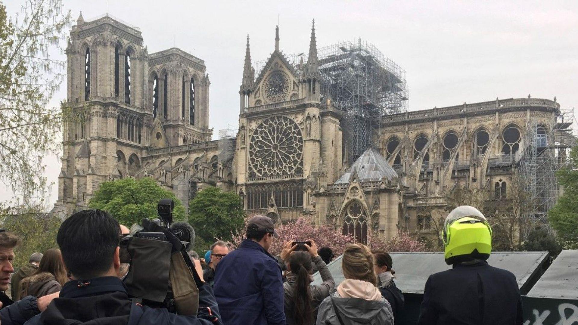 """Повечето французи искат """"Нотр Дам"""" да бъде реставрирана в същия вид"""