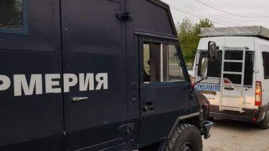 Полиция и жандармерия влезе в луксозни имоти във Ветово