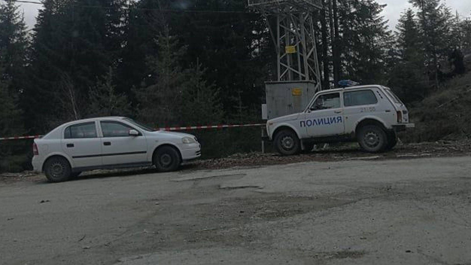 Скрит с клони труп е открит край път в Смолянско