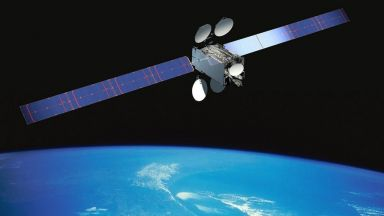 Заснеха разпадането на сателит в орбита (видео)