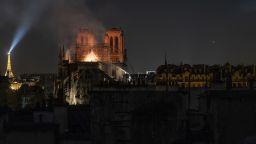 """Извън клишето за Нотр Дам: Тъмната страна на """"Парижката Света Богородица"""""""