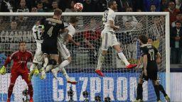 Аякс отново преподава футбол и изхвърли Юве на Кристиано