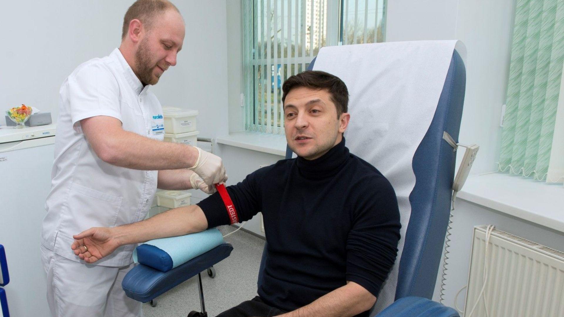 Зеленски ще получи близо три пъти повече гласове  от Порошенко на балотажа, показва социологическа анкета