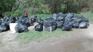 Събраха над 100 чувала с боклук от южния бряг на Марица