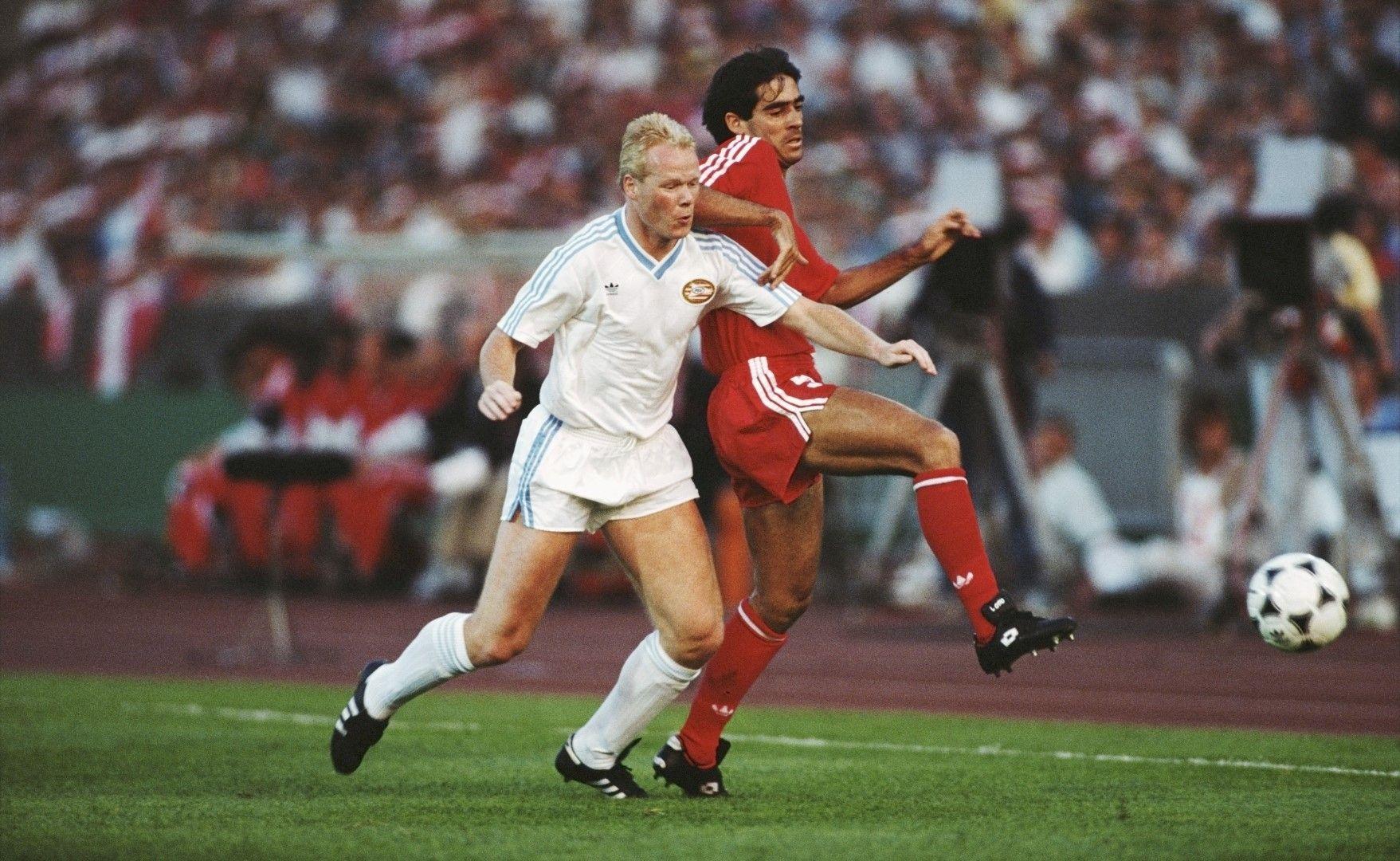 Роналд Куман - млад и надъхан централен бранител, е само един от лидерите на ПСВ в отбора, спечелил требъл през 1988 г. (снимката е от финала в КЕШ срещу Бенфика). Куман спечели трофея и с Барселона 4 години по-късно, когато треньор му бе Кройф, а съотборник - Христо Стоичков