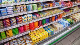 Задължават веригите да продават български храни на 50% от площта им