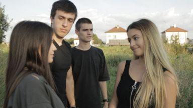 """Филмът """"Бягай"""" - младежко """"селфи"""" с апел за разбиране"""