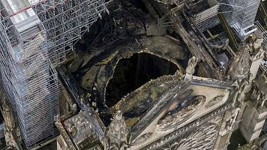 Нотр Дам не била застрахована, Айфеловата кула за 200 млн. евро при пожар