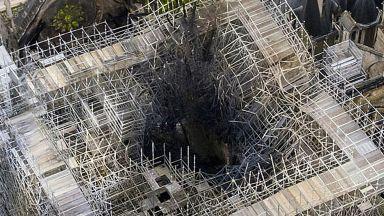 """Работници, ремонтирали """"Нотр Дам"""", са пушили на скелето"""