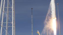 САЩ изстреляха капсула с великденски лакомства и роботчета за МКС
