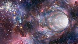 """Можем да пътуваме през """"червееви дупки"""", твърдят астрофизици"""