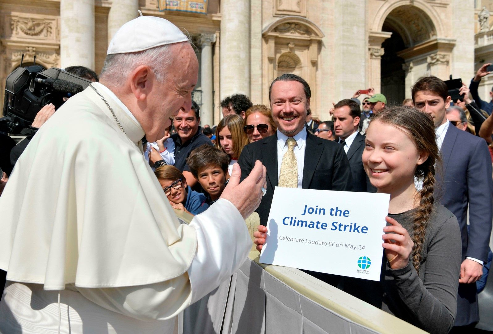 Грета Тунберг приканва папа Франциск да се присъедини към стачката за климата