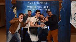 """Българската премиера на """"Игра на тронове"""" на син килим:  огън потушен с ледено уиски"""