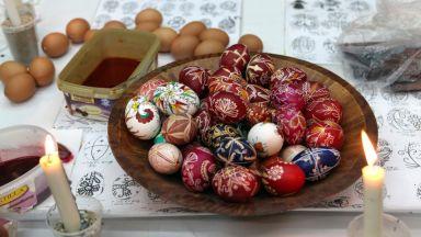 Велики четвъртък е, боядисваме яйцата