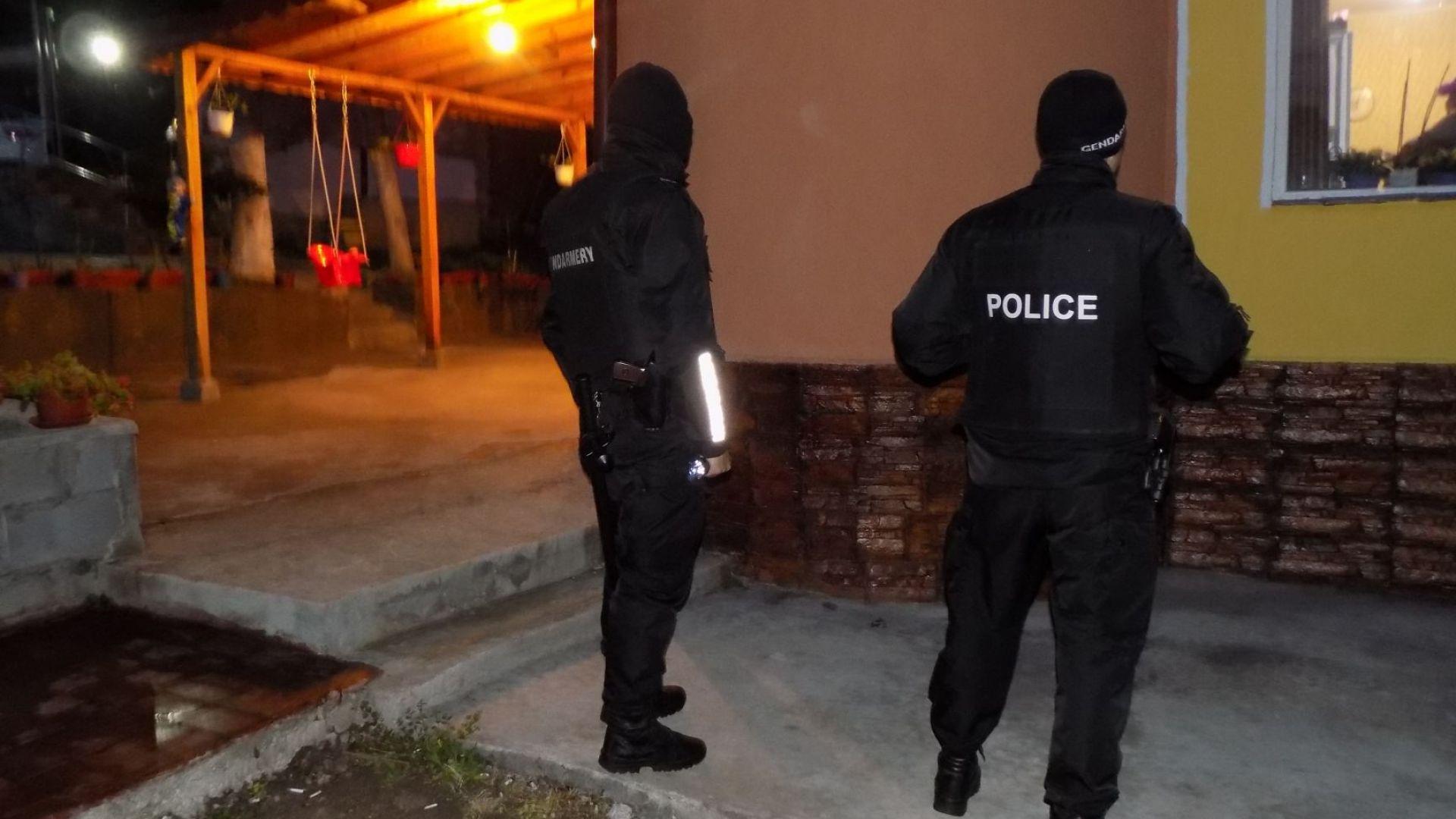 Вижте как са арестували ало-измамниците в Румъния и България (видео)