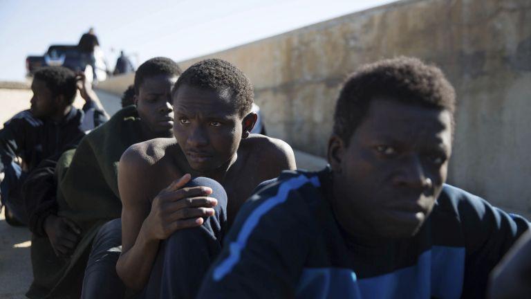 Откриха 59 нелегални мигранти в български камион в Гърция