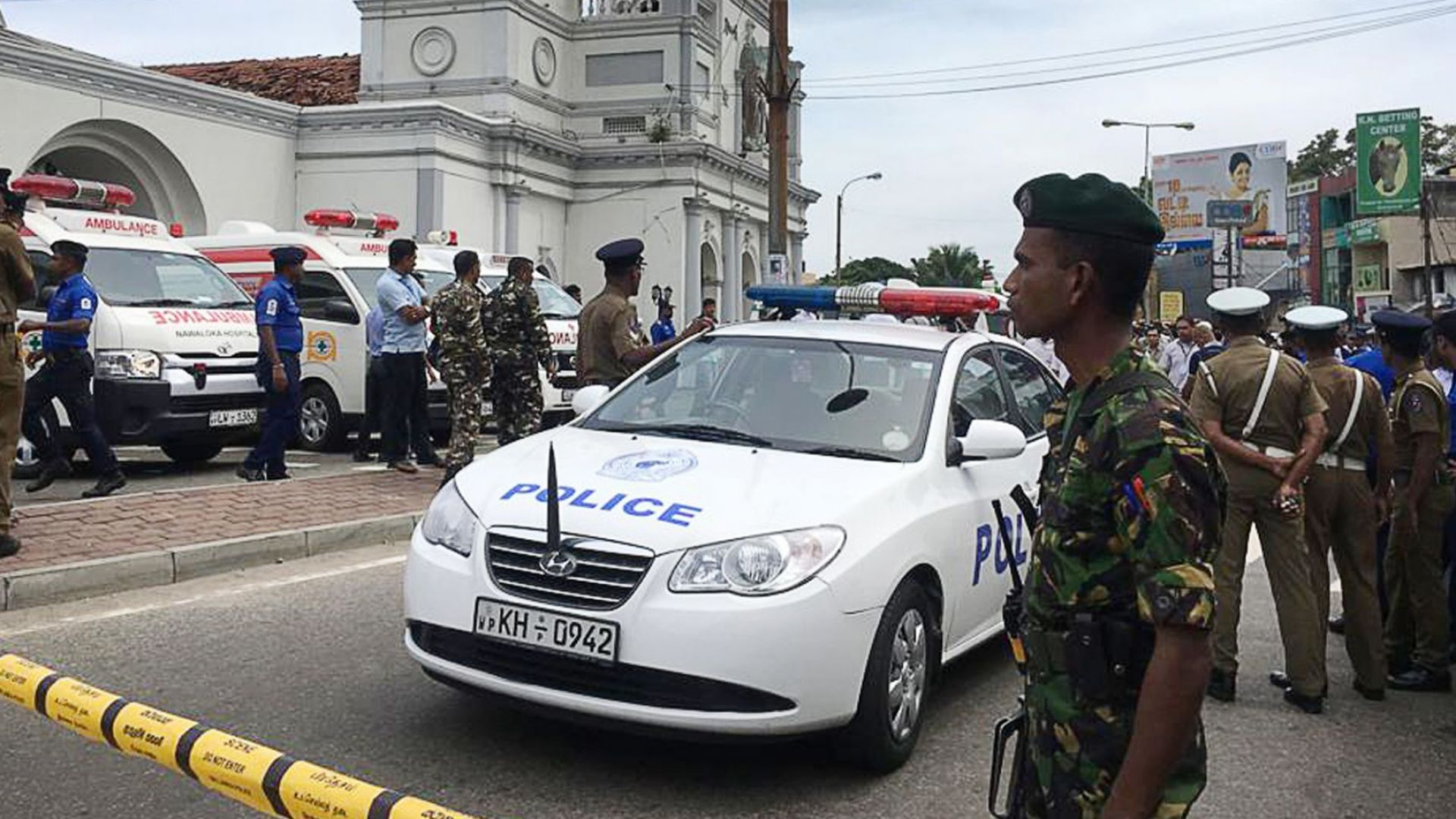 Експлозии избухнаха по време на Великденската литургия в църкви в Шри Ланка, има жертви