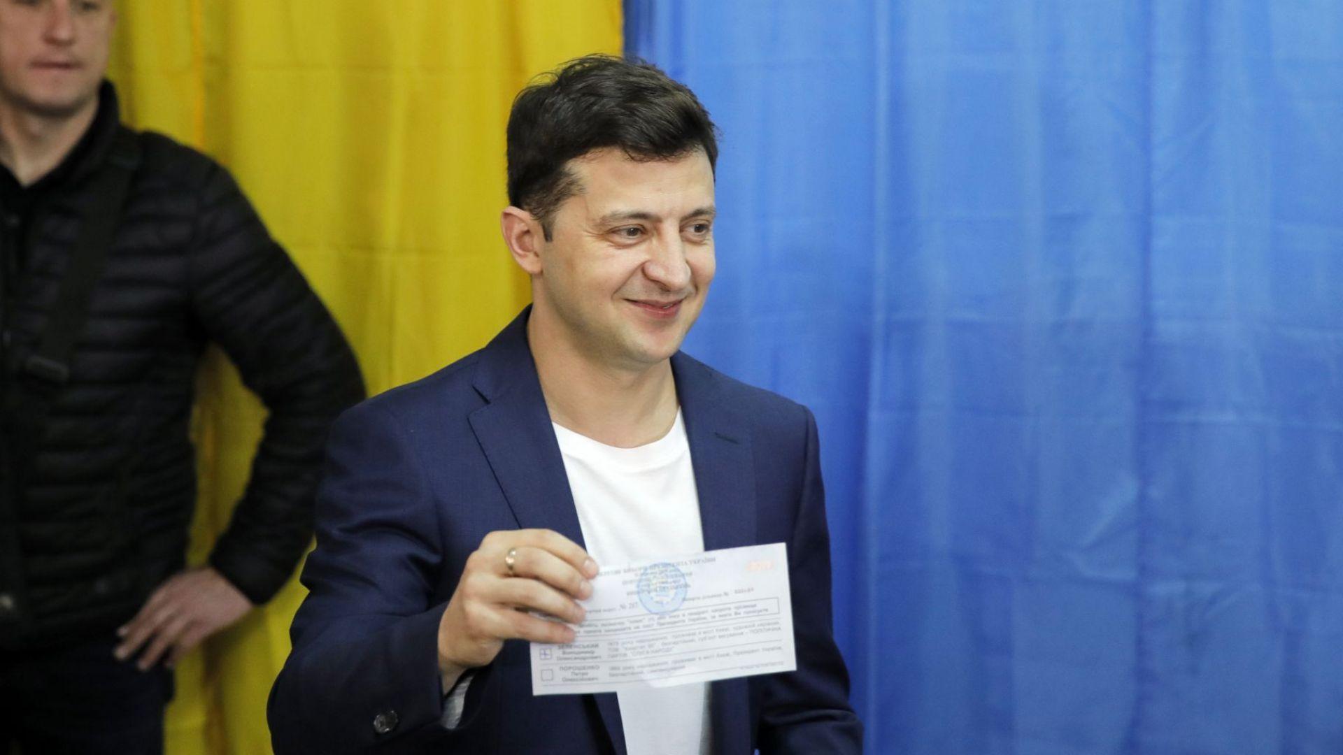 Зеленски пя Еминем пред журналисти в Украйна и отсече: Ще ги бием всичките
