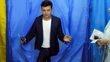 Партията на Зеленски в Украйна има 52% подкрепа преди изборите в неделя