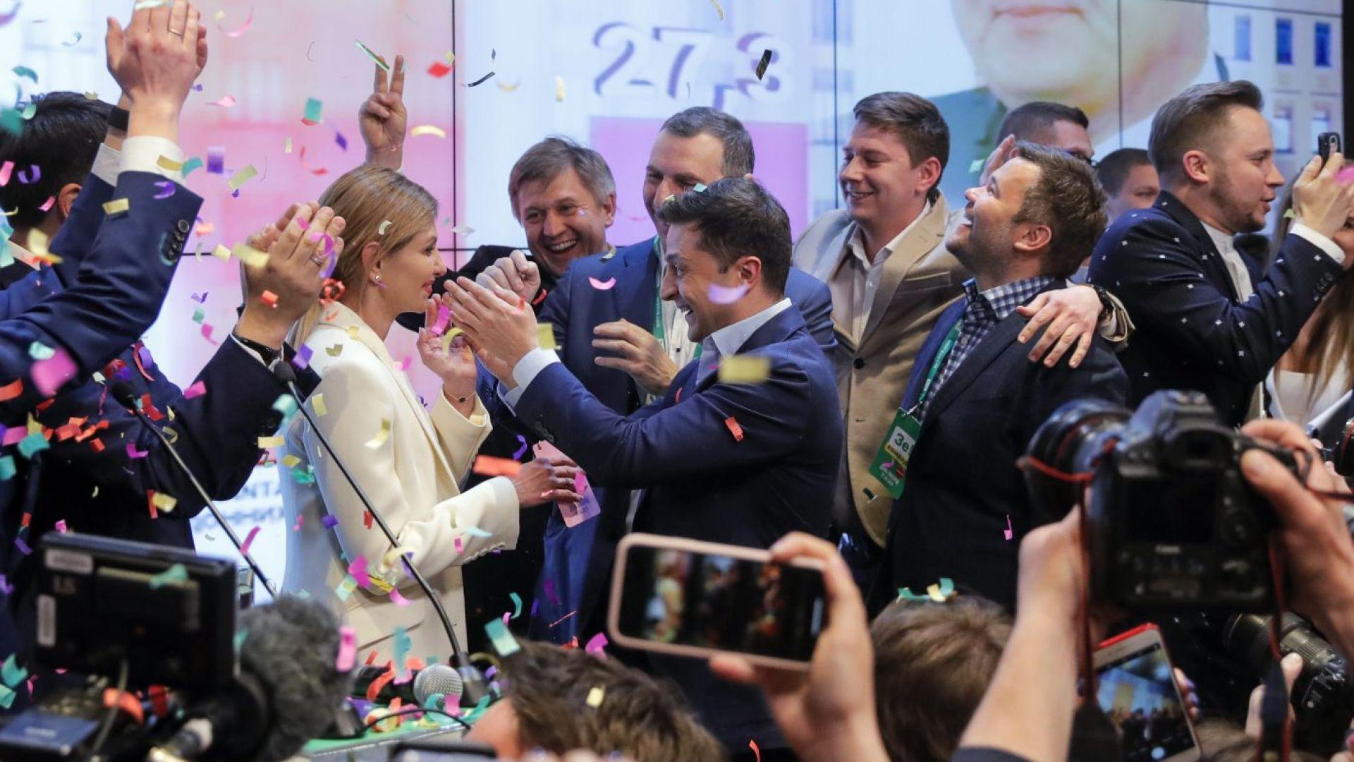 Володимир Зеленски спечели съкрушителна победа на президентските избори в Украйна