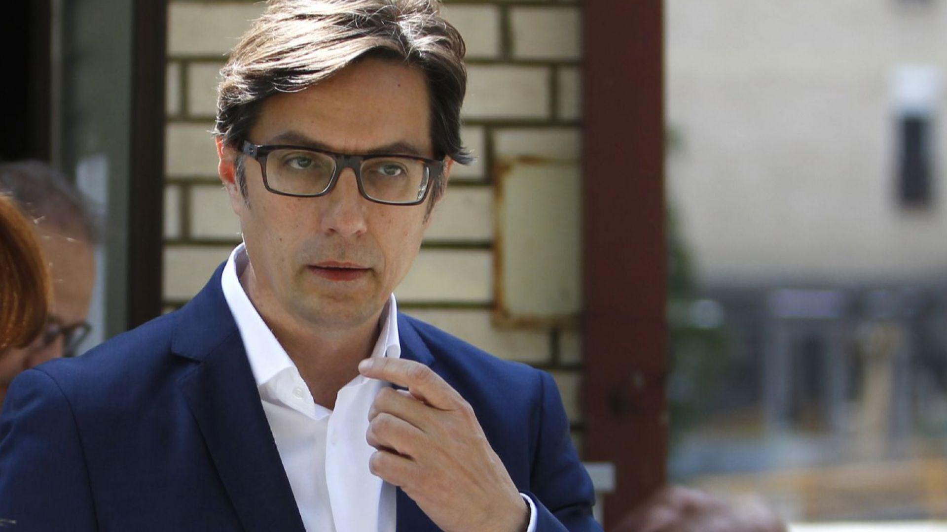 Първи изборни резултати в Северна Македония: Пендаровски води пред Силяновска