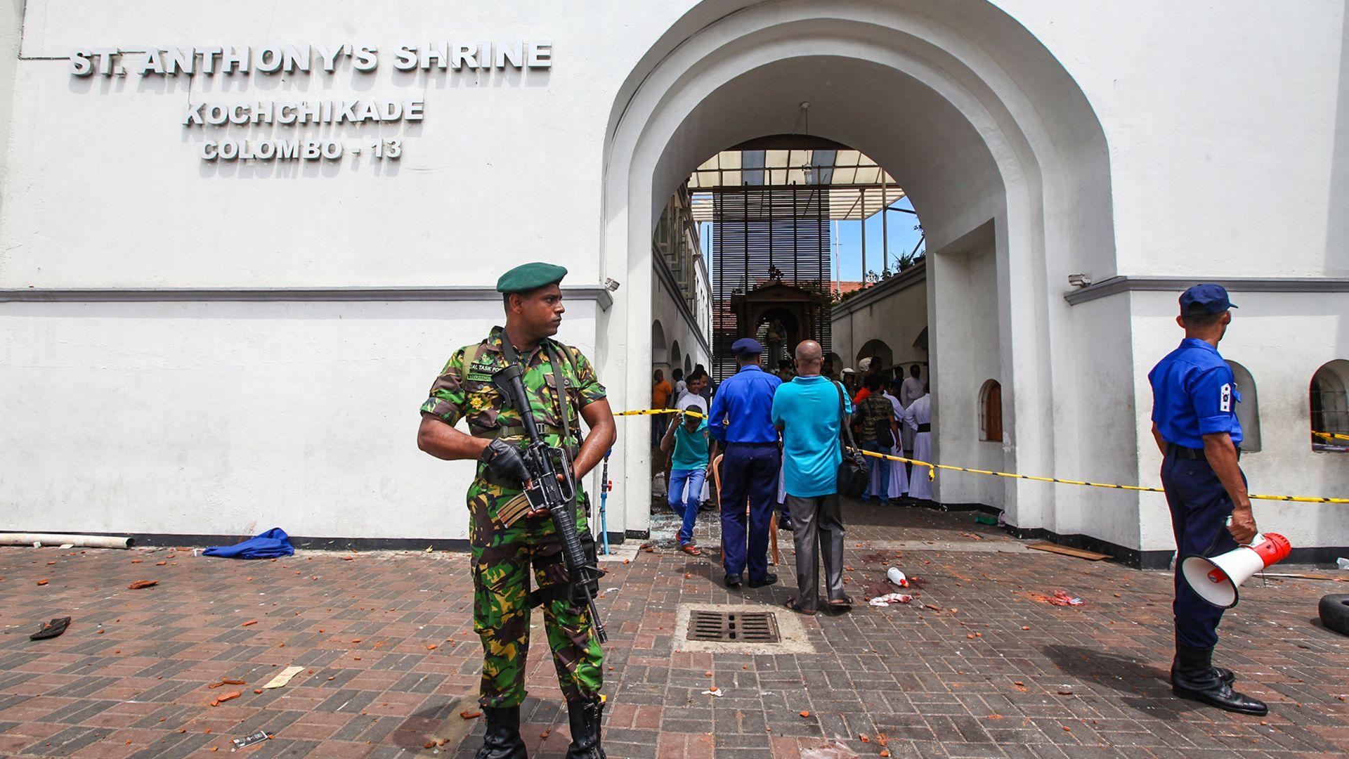 Броят на загиналите в Шри Ланка нарасна до 290, ранените са близо 500