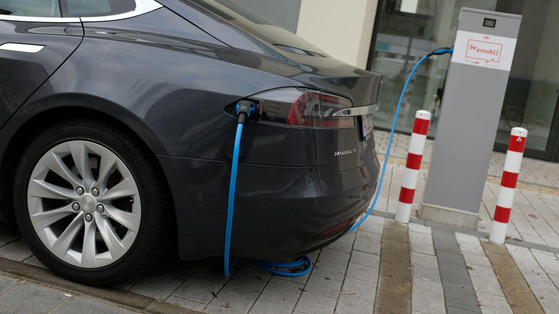 Германско изследване: Вместо да щадят природата, електромобилите вредят повече от дизелите