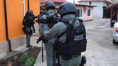 Мащабна акция на ГДБОП и жандармерията блокира Монтана