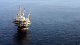 Най-лошото предстои, алармира Болсонаро заради мистериозен петролен разлив