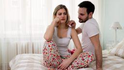 Психиатри препоръчват на двойките да спят в едно легло