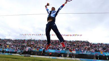 Арестуваха олимпийски шампион, който поведе протести в Лондон