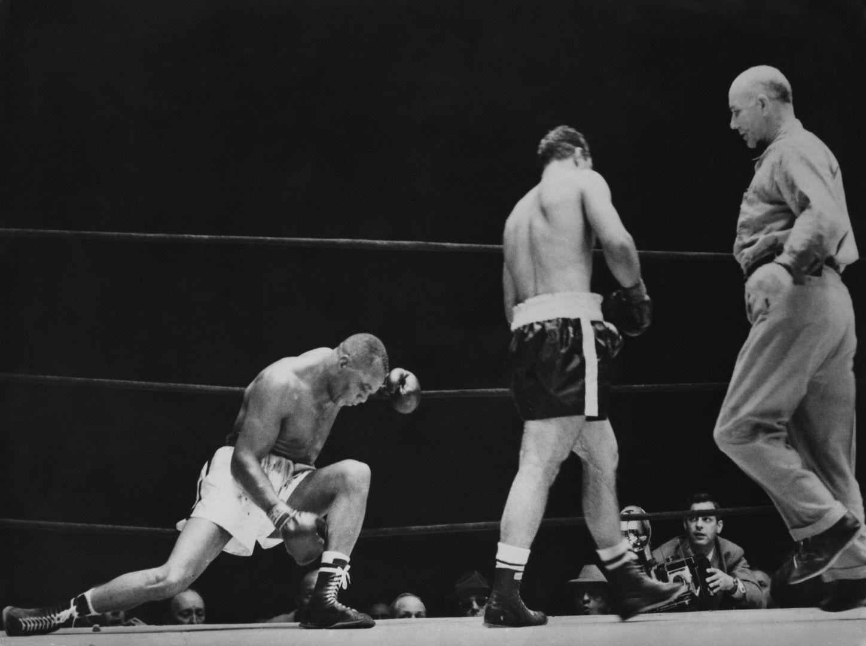 Дори големият Джърси Джо Уолкът е на колене - никой няма шанс срещу машината от Броктън