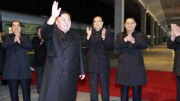 Ким Чен-ун прекоси границата с Русия и бе посрещнат с хляб и сол (видео)