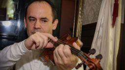 Майсторът на цигулката Иван Пенчев – когато музиката е мисия