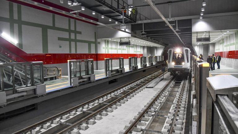 Ето ги новите станции на метрото - вече с огради срещу самоубийци (снимки)