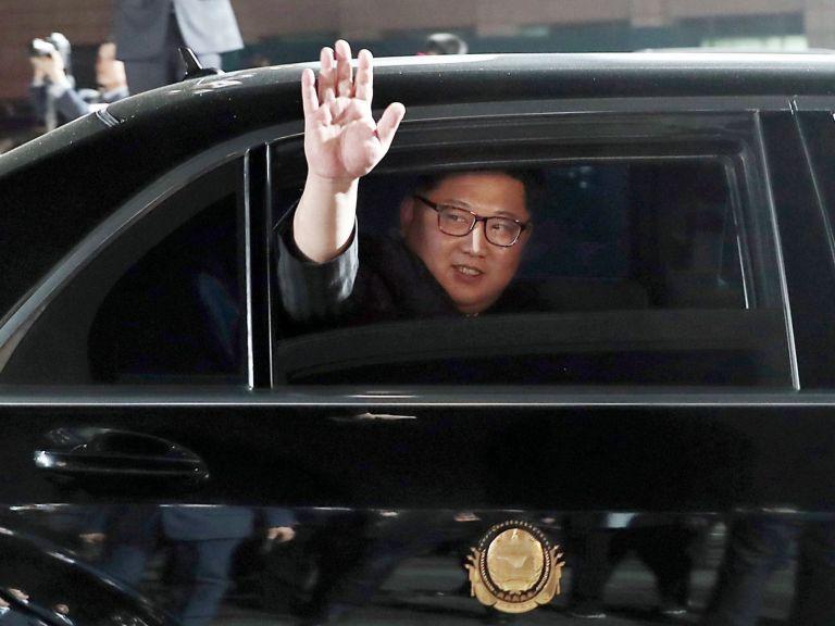 Ким Чен-ун си купил два бронирани мерцедеса, въпреки санкциите