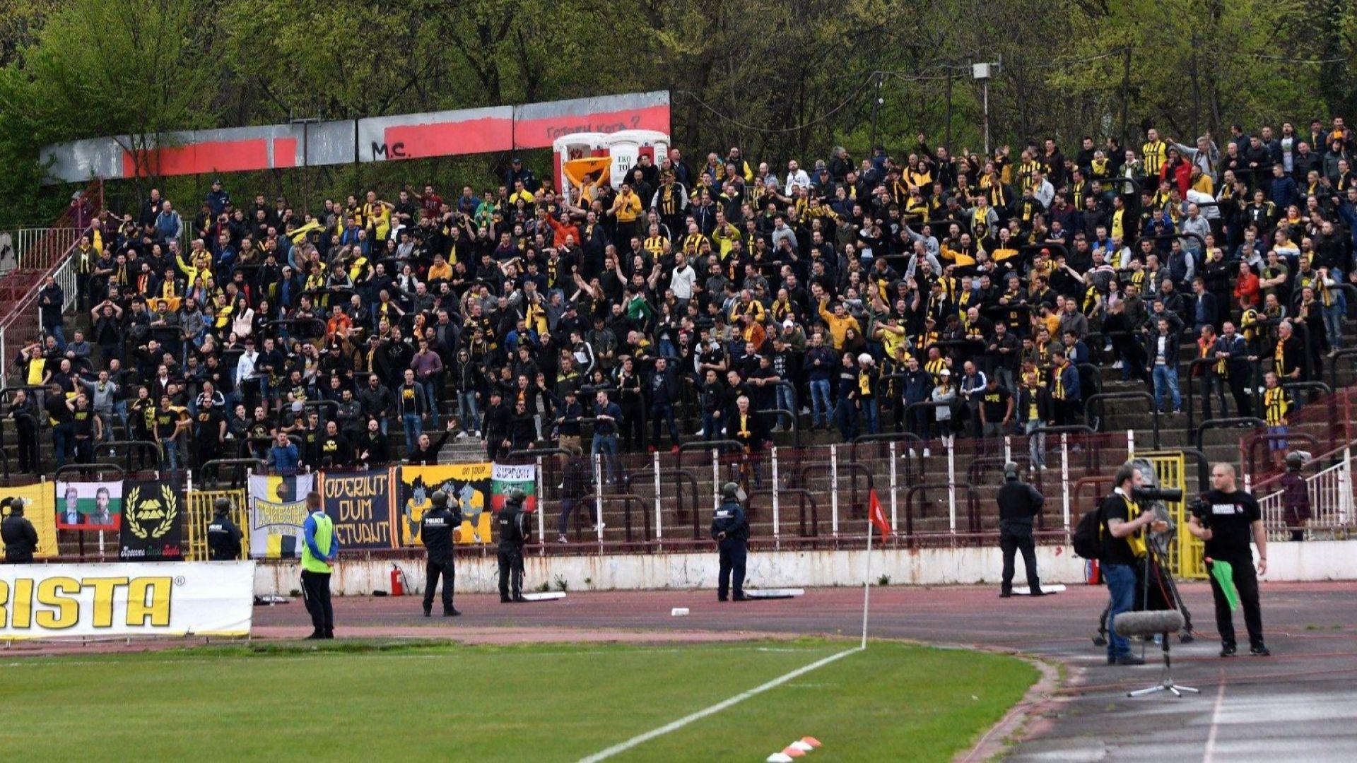 Полиция ескортира феновете на Ботев и Локо от Пловдив до София за финала