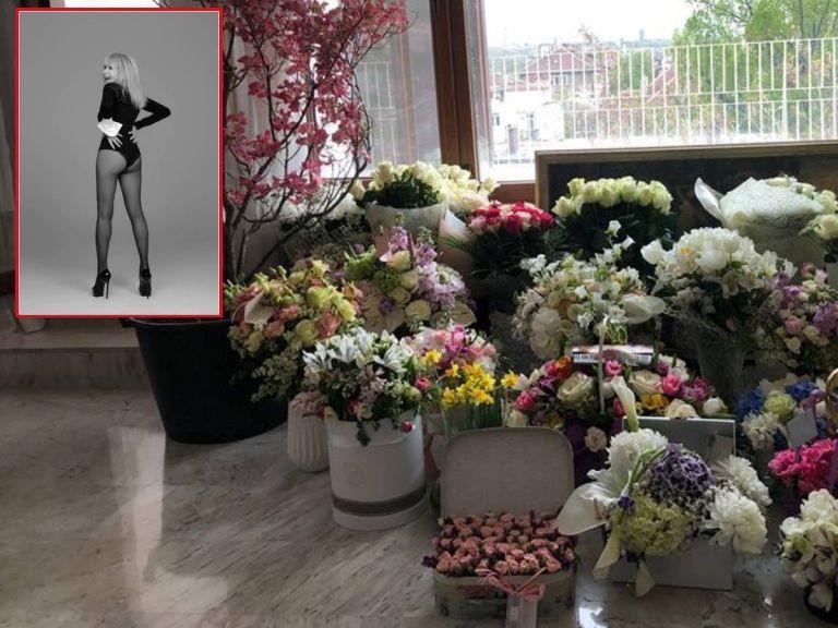 Лили Иванова с безброй подаръци и... снимка по бельо за 80-ия си рожден ден